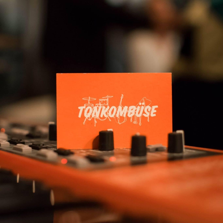 Tonkombuese4