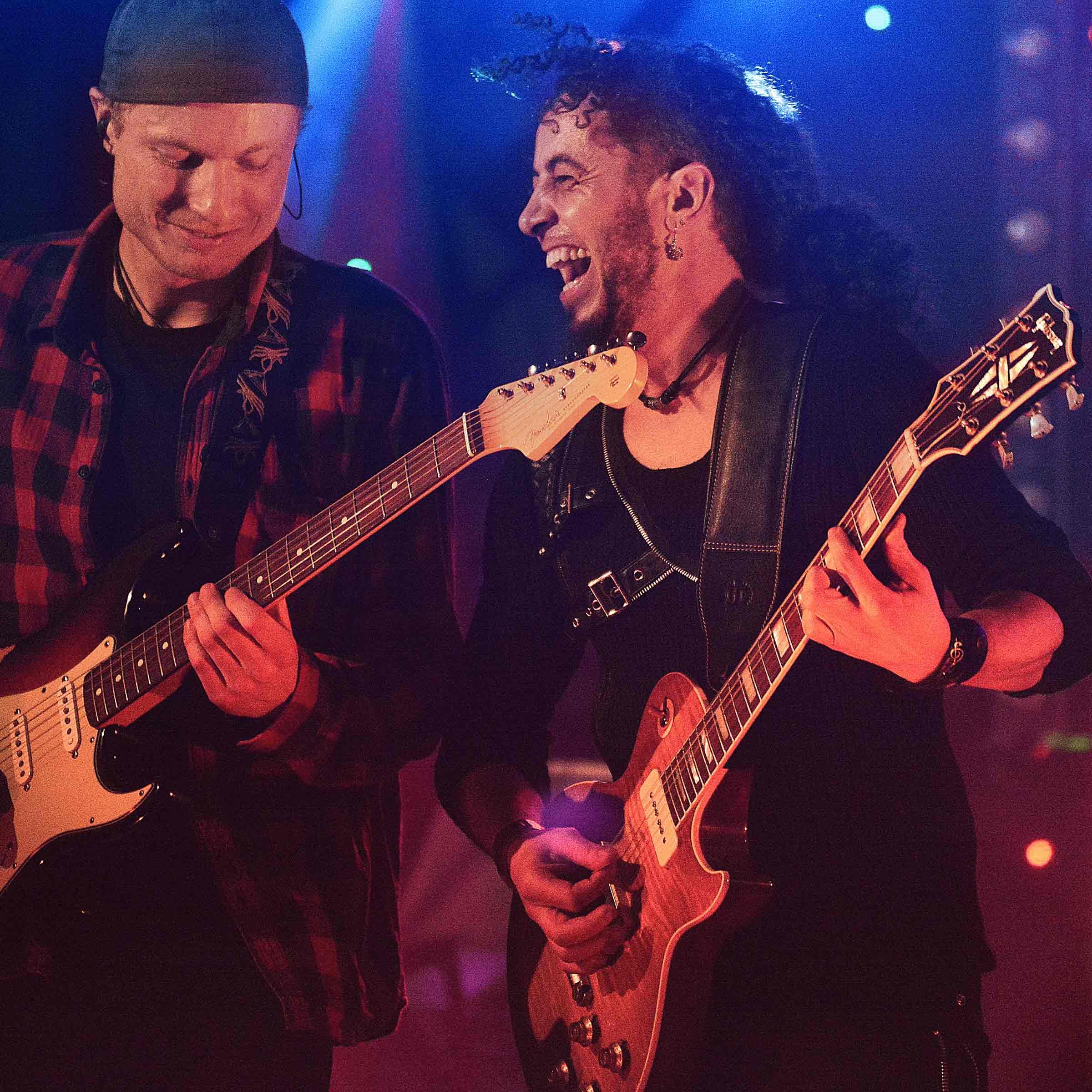 Geballte-Gitarrenpower-–-Stark-und-Lopes